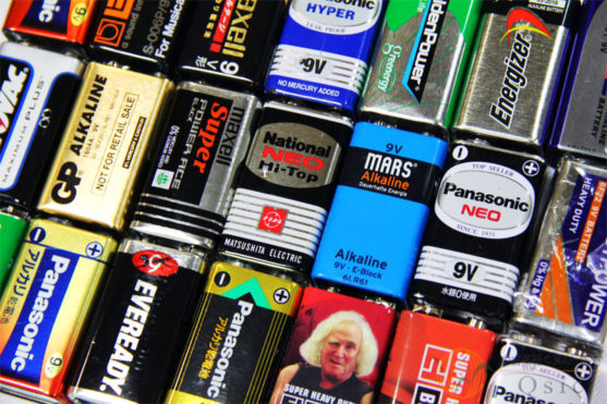 アルカリ 電池 と マンガン 電池
