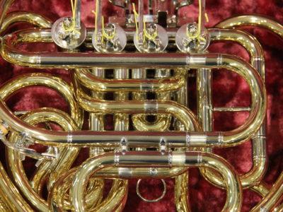 YAMAHA YHR867KRDフルダブルホルンの主管・F抜差形状の丸みを帯びた設計の写真